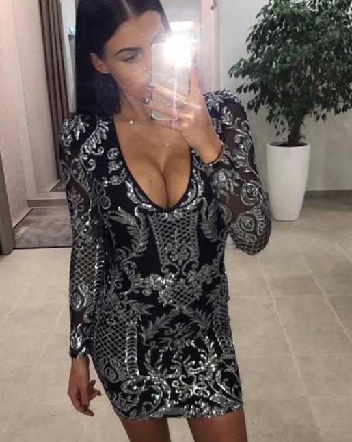 Must avar hõbedaste litritega kleit